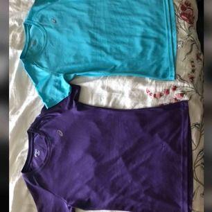 2 stycken tränings T-shirts från Asics. En blå och en lila med reflexer på armarna, magen och loggan vid bröstet. Använt typ 2 gånger styck. Nypris 289kr/ styck säljer för 70kr/ styck eller för 100kr ihop (pris kan diskuteras)