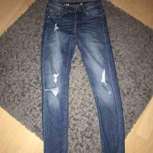 Ripped jeans, köparen står för frakt