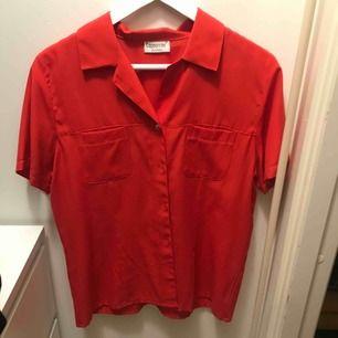 skjort/blus köpt vintage, aldrig använd av mig 🙂