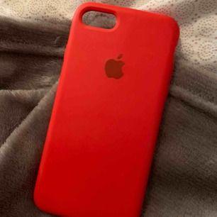 Apple skal (tror de e fejk, men absolut inget som syns. Har haft ett äkta och ser ingen skillnad). Till iPhone 6/7/8. Det är fint skick och knappt använt. 50kr plus frakt 9kr