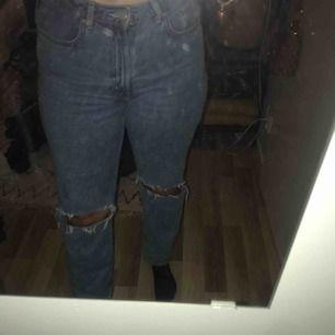 Weekday Row Blue Jeans, egna gjorda slitningar, töjts en del i midjan🙂
