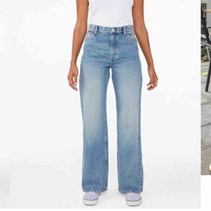 Vida jeans från Monki i modellen Yoko, säljer pga lite för stora.  Byxorna är Helt hela och köptes för 400kr.  Möts upp i centrala Stockholm/nacka/värmdö eller postar men då står köparen för frakten 😁