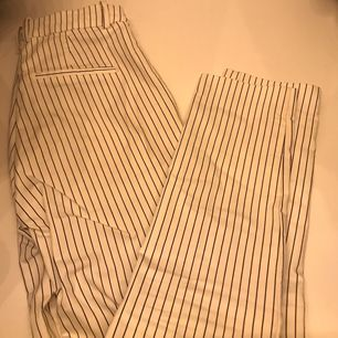 Super snygga kostymbyxor, aldrig använda av mig men jag fått dom från en vän och säljes pga för små för mig