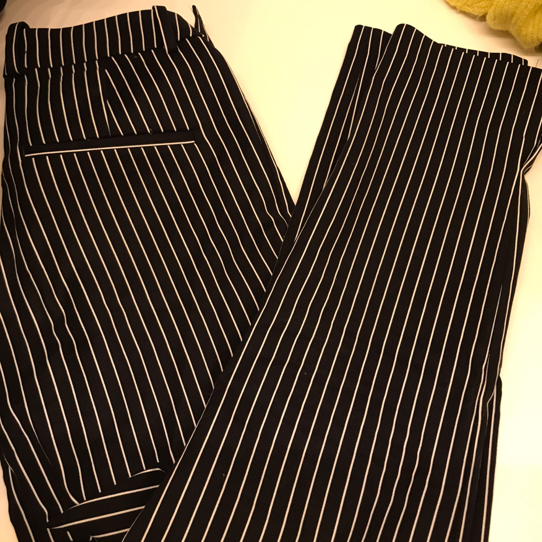 Snygga kostymbyxor, dessa är aldrig använda utav mig men har fått dem av en vän - säljer då de är för små för mig. Jeans & Byxor.