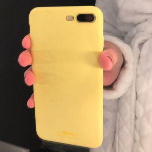 Super snyggt gult silicon skal för Iphone 7+ , använd i ca 2 veckor utav mig. Inga defekter