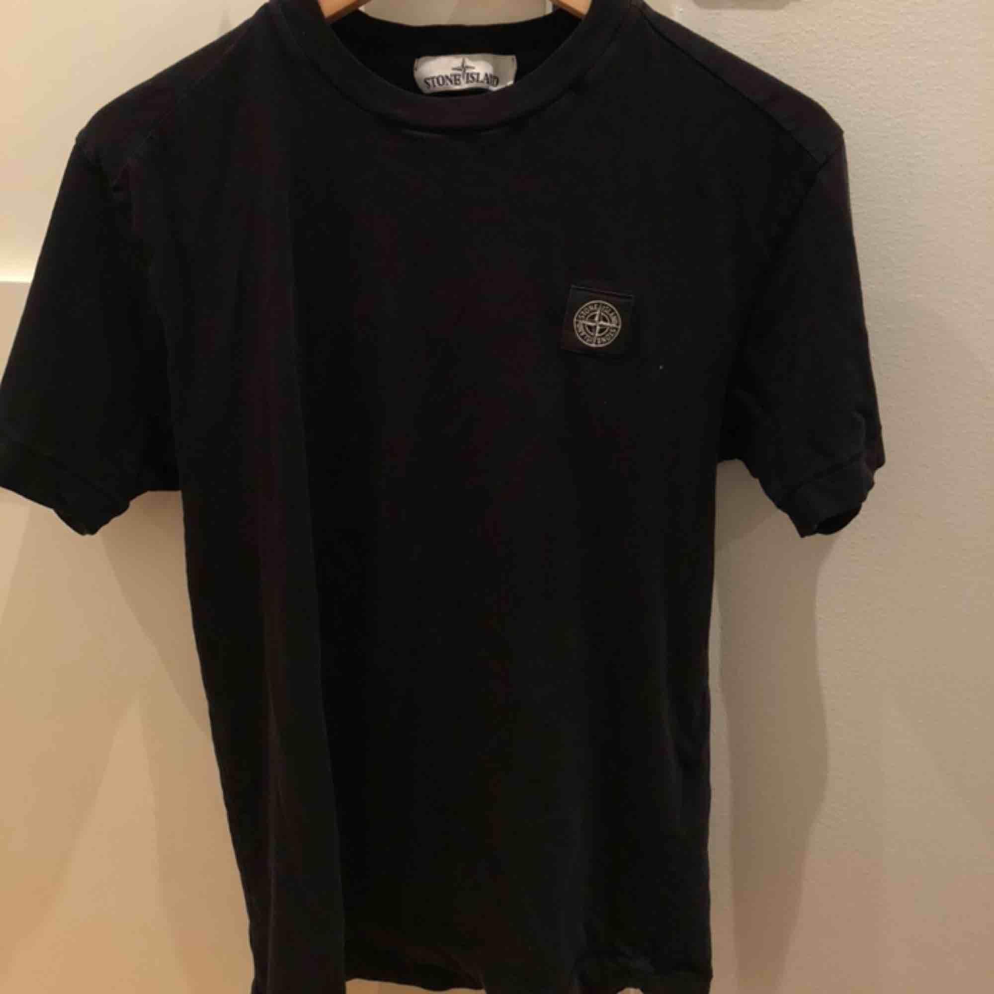 Nyköpt för cirka 1 år sedan  STR: S SKICK: 7/10. T-shirts.