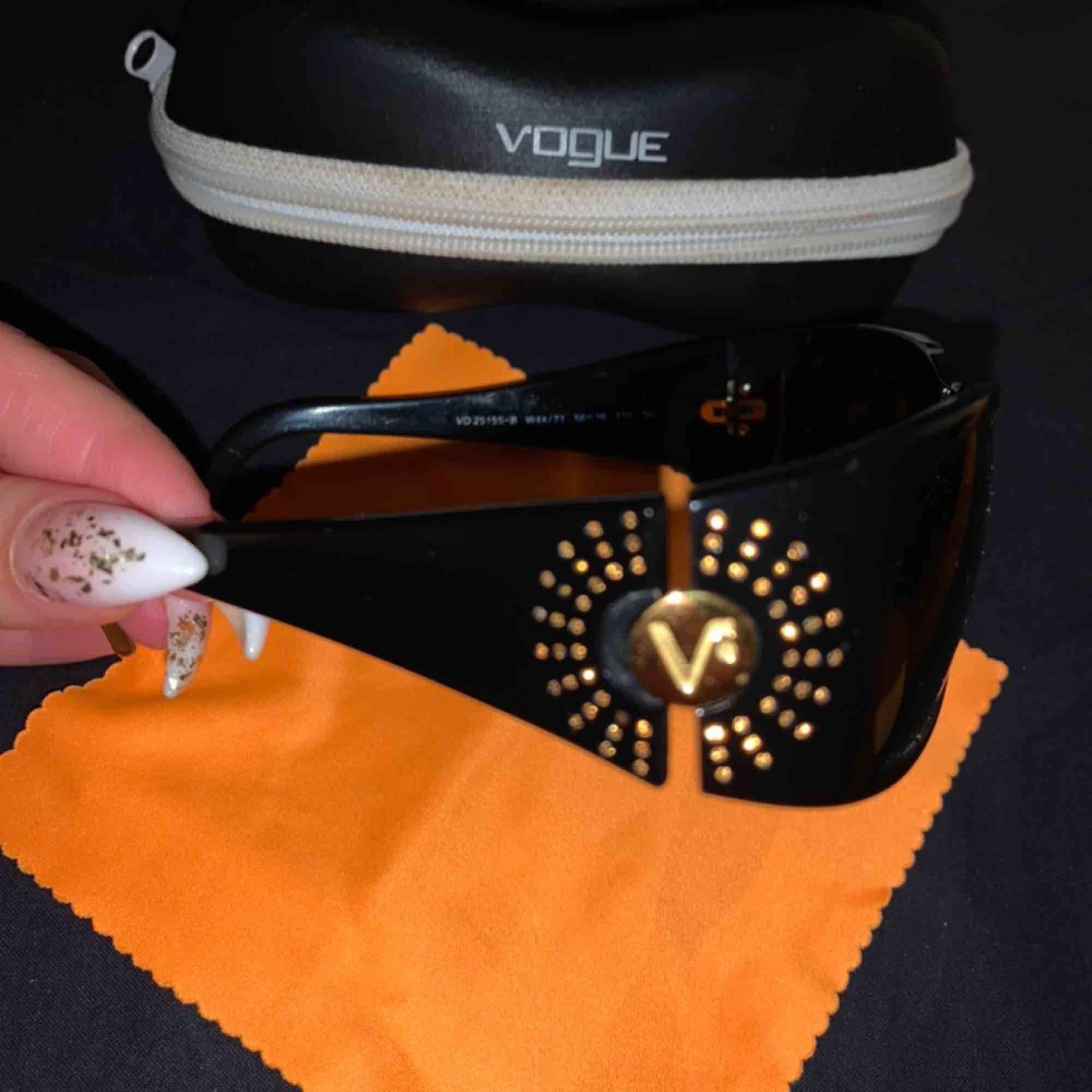 Solglasögon Vogue   Hämtas upp i Näckrosen hos mig  ❌Träffas endast för att genomföra köpet!! Ej för att testa. Accessoarer.