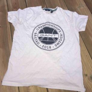 en vit tröja ifrån Gant, är i gott skick
