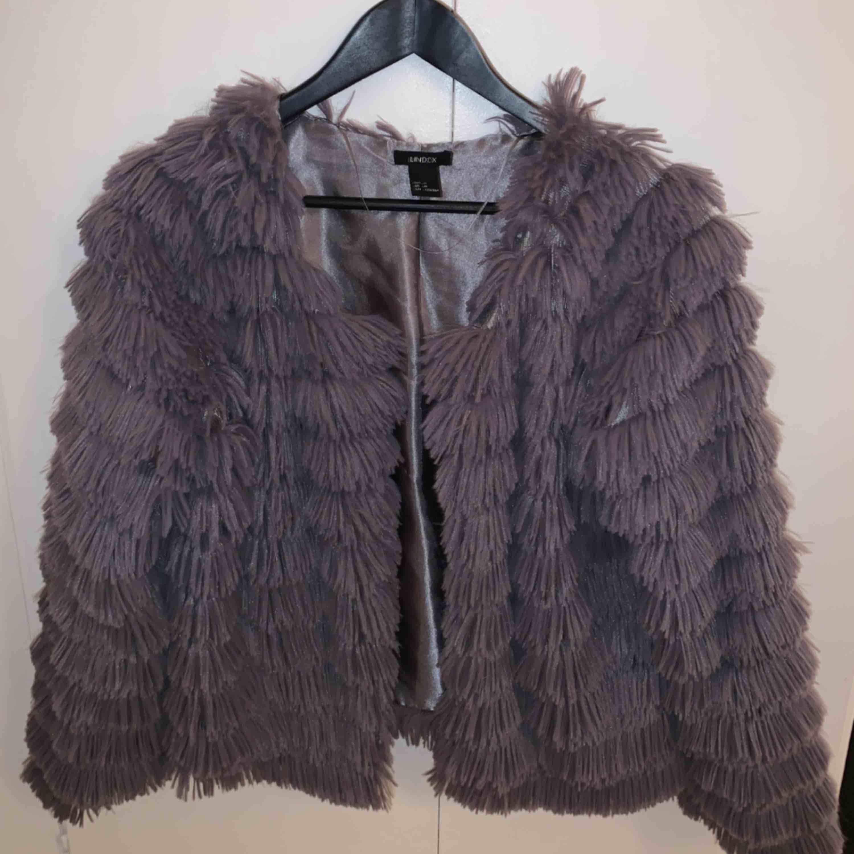 Säljer pga används för sällan, får ej plats i garderoben.  Möts i Stockholm eller fraktar mot kostnad . Jackor.
