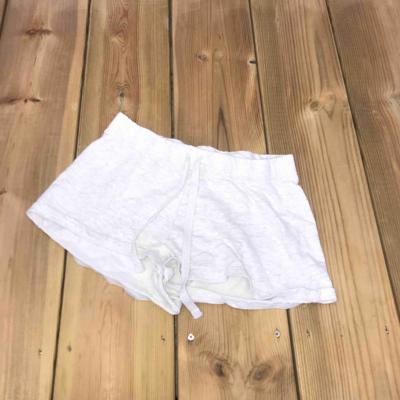 ett par mjukis shorts, använda men inga hål eller så.. Shorts.