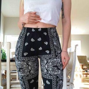 Skitsnygga byxor i storlek XS/S passar båda storlekarna, ganska tunga byxor och de är i väldigt bra skick. Säljer för dem blivit för små för mig. Frakt är inräknat i priset.