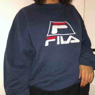 Vintage fila hoodie oversized! Säljer en massa höstiga plagg kolla in min sida!! Kan mötas och frakta!