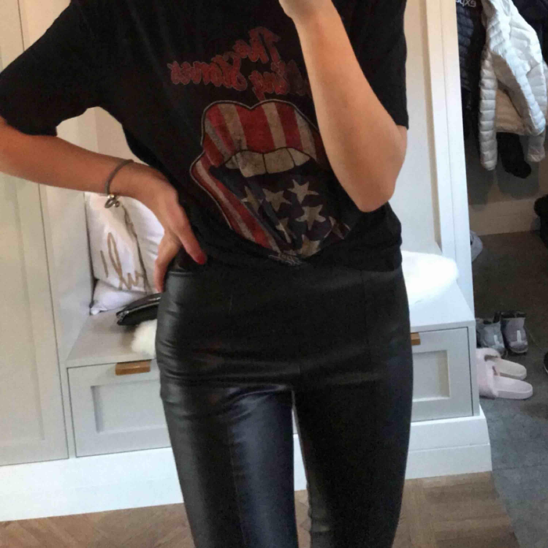 Skinnbyxa från Mango. Hör av dig om du vill ha bättre bilder. Passar dig med M också (stretch) . Jeans & Byxor.