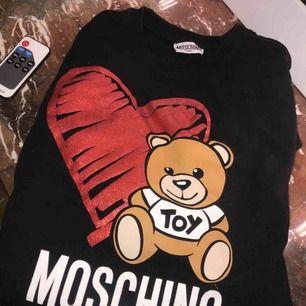 Äkta Moschino tröja. I xs.kvitto finns