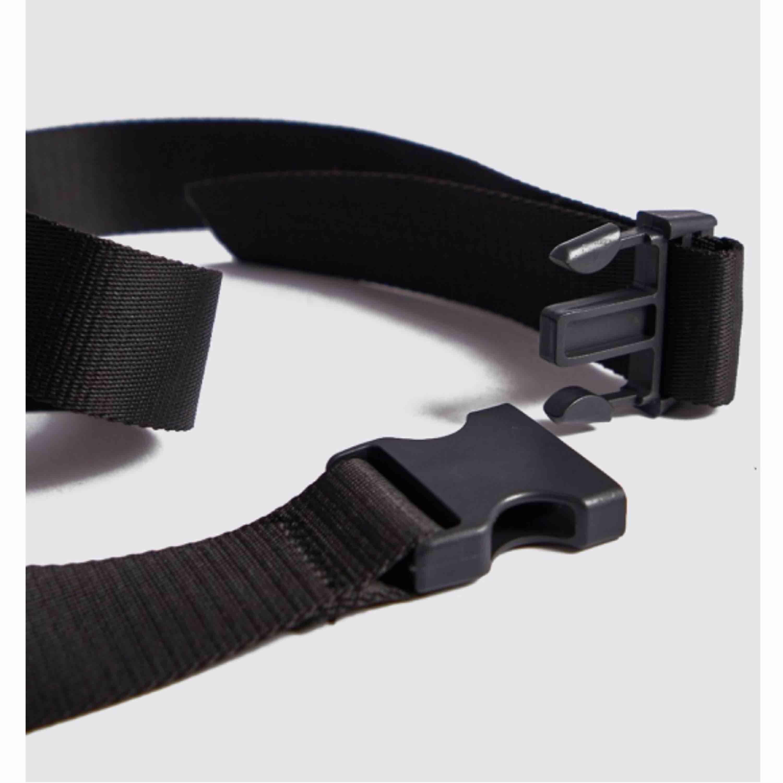 Svart buckle belt från Boohoo i nylon! Helt oanvänt då jag spontant beställde det🥴 Väldigt långt så passar de flesta mellan XXS-XL. Frakt tillkommer🥰 (nypris 160kr) . Accessoarer.