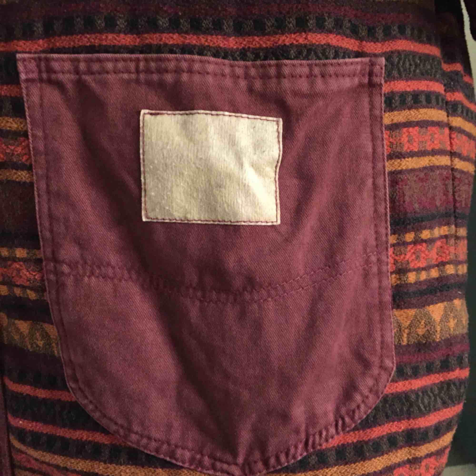 Fin och varm och skön jacka. Köpt second hand, vet inte märket, står La Paz made by GEFA på en liten lapp. Ingen storlek angiven, men den är väl ca L eller XL. Kan mäta om ngn önskar:) . Jackor.