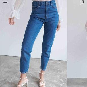 Dagny mom jeans strl 34!