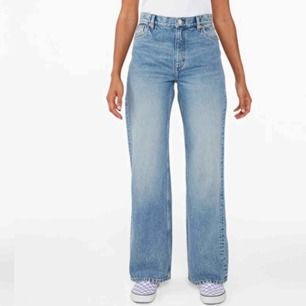 Säljer dessa jeans från Monki, helt oanvända i st 28