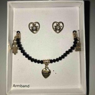 Ett armband och ett par örhängen. Aldrig använt. Nypris 99,90kr Mitt pris 40kr (köparen står för frakten) 🤗