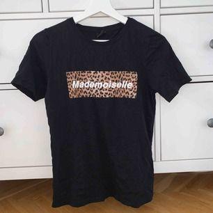 Tröja från Gina tricot, aldrig använd!  Köparen står för frakt:)