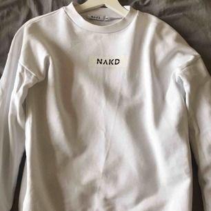 Tjock sweatshirt med nakd logga på. Köpare står för frakt