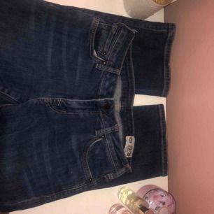 Balla blåa crocker jeans i Storlek 29:32 i modellen pep boot, alltså lite bootcut! Lite små i storleken⚡️