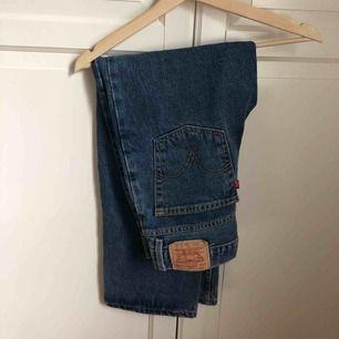 Ett par Levi's jeans, 550 relaxed fit, 28x28. Säljer pga att de är något små för mig💘