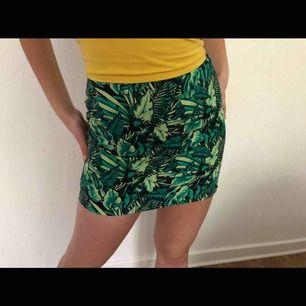 En svincool kjol ifrån hm. Användes två gånger utomlands. Säljs pga för liten.