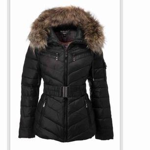 Säljer nu min Hollies jacka i storlek 38 men passar 36.  Vill få den såld snabbt då den tar mycket plats i garderoben.