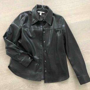 Fin fusk läder skjorta från HM