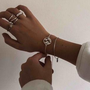 Hej! Vi är ett UF företag som säljer smycken för att uppmärksamma de miljöproblem som pågår. För varje sålt smycke kommer vi skänka 5kr till WWF's akutinsamling för klimatet. Ovanför ser ni vårt armband i silverfärg! 🌍