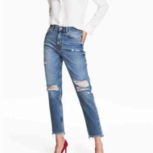 Snygga jeans från H&M i storlek 32 med trycket: girls bite back  Slitningarna i knäna har blivit större, antingen kan man ha det så eller sy ihop dom  Betalning sker via swish Kan möts i nacka eller slussen eller så kan byxorna fraktas mot avgift