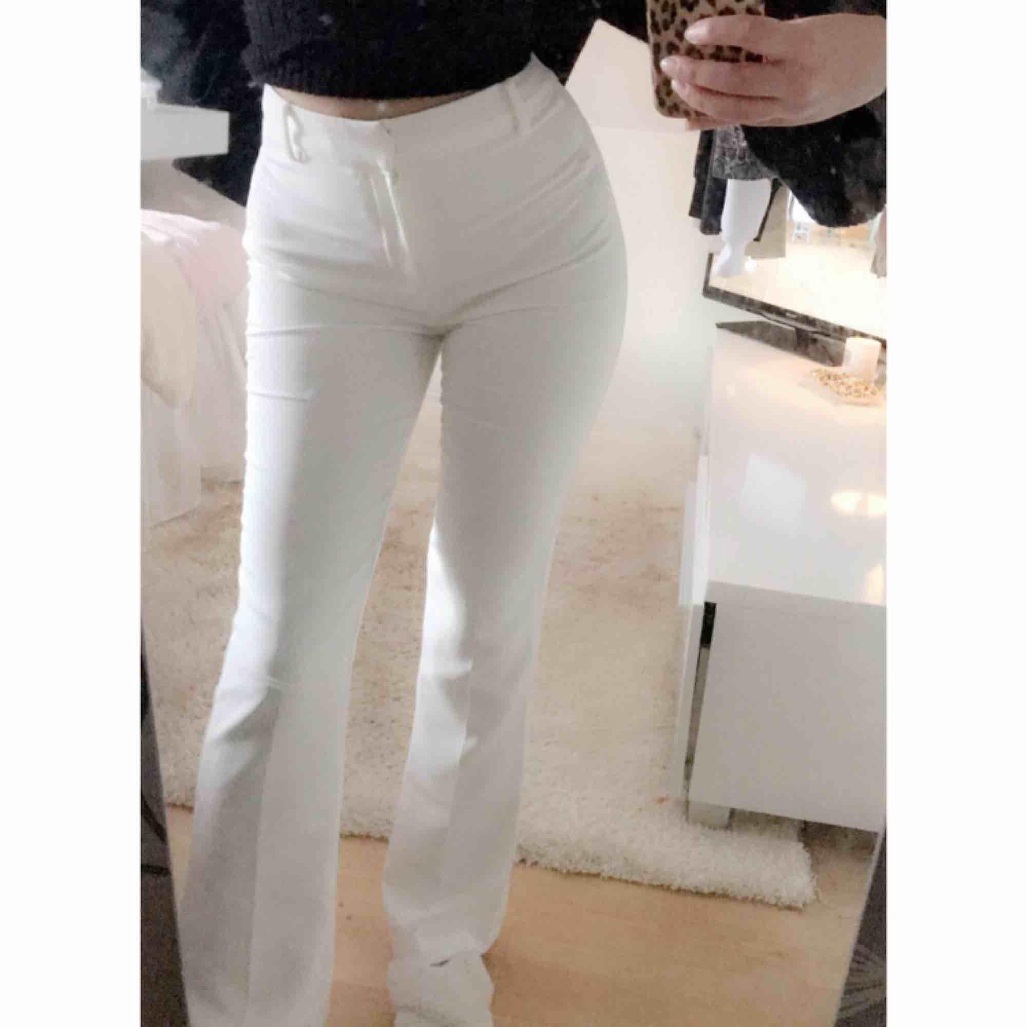 Dem populära bootcut kostymbyxorna ifrån Bik bok, storlek XS.. Jeans & Byxor.