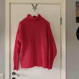 """jätte skön stickad tröja från NAKD. super fina """"glittriga"""" detaljer"""