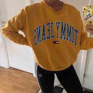 Jättefin tröja från Tommy jeans, används knappt därför jag säljer den, frakt tillkommer:)