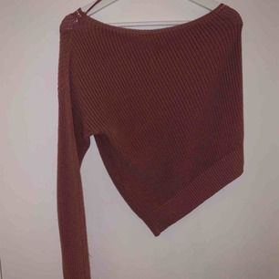 One shoulder stickad tröja från na-kd