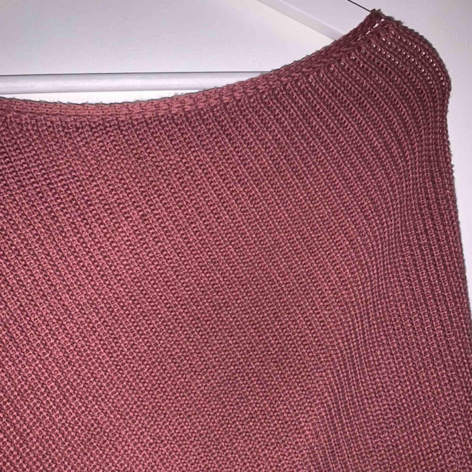 One shoulder stickad tröja från na-kd. Stickat.