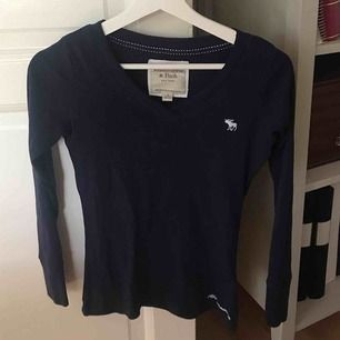 Bra skick! Långärmad tröja från abercrombie&fitch. Bra kvalite då märket är lite dyrare