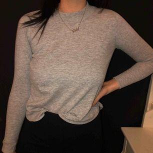 superfin ljusgrå tröja ifrån Gina tricot 🤩 köparen står för frakten