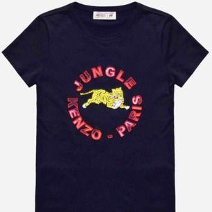 Tänkte sälja min Kenzo x H&m t shirt. Den är knappt använd och är som ny. Finns i Falun men kan skickas😛💕👍🏼
