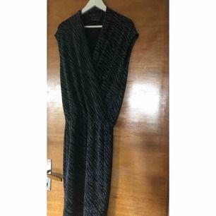 glittrig klänning malene Birger xs nyårsklänning?   svart/glittrig/silver  63kr med spårbar frakt postnord