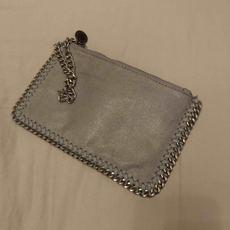 Söt Stella McCartney väska (ej äkta) . Väskor.