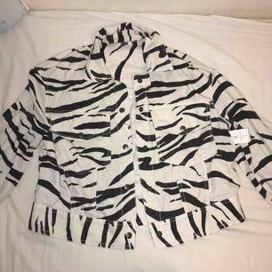Jeansjacka från Gina tricot, oanvänd