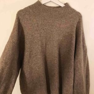 Så så fin stickad tröja från H&M🧡💕💕 Passar XS-M & frakt tillkommer