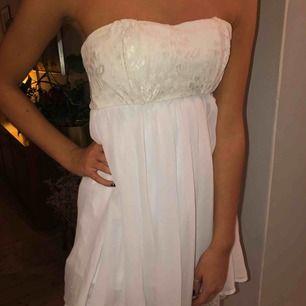 Super söt klänning i vit💕