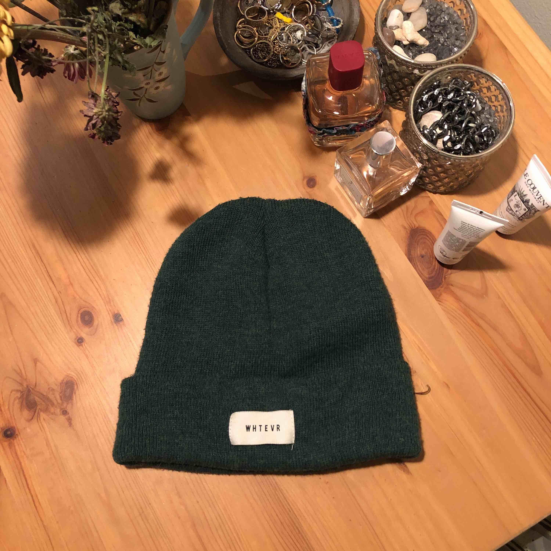 Najs mörk grön höstig mössa! Mjuk och skön att ha på sig, väldigt fin till hösten🍂 passar till allt! 50kr plus frakt . Övrigt.