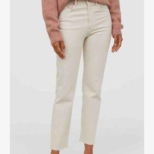 Strl:38 passar mig som har S. Nypris:299kr Helt nya jeans inte använda, säljer för att jag köpte fel. Köpare står för frakt