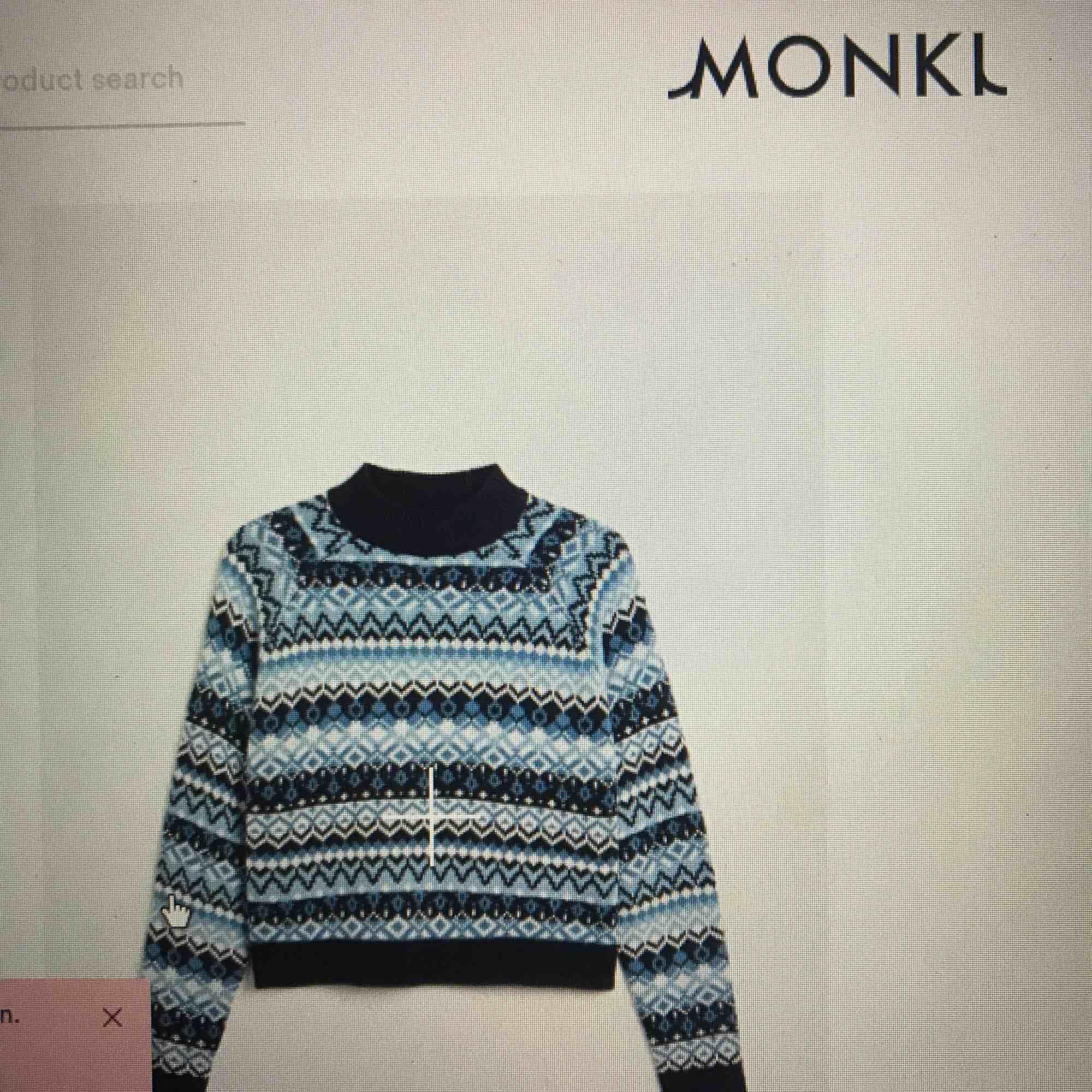 Söker christmas sweater från monki🥰🥰🥰. Huvtröjor & Träningströjor.