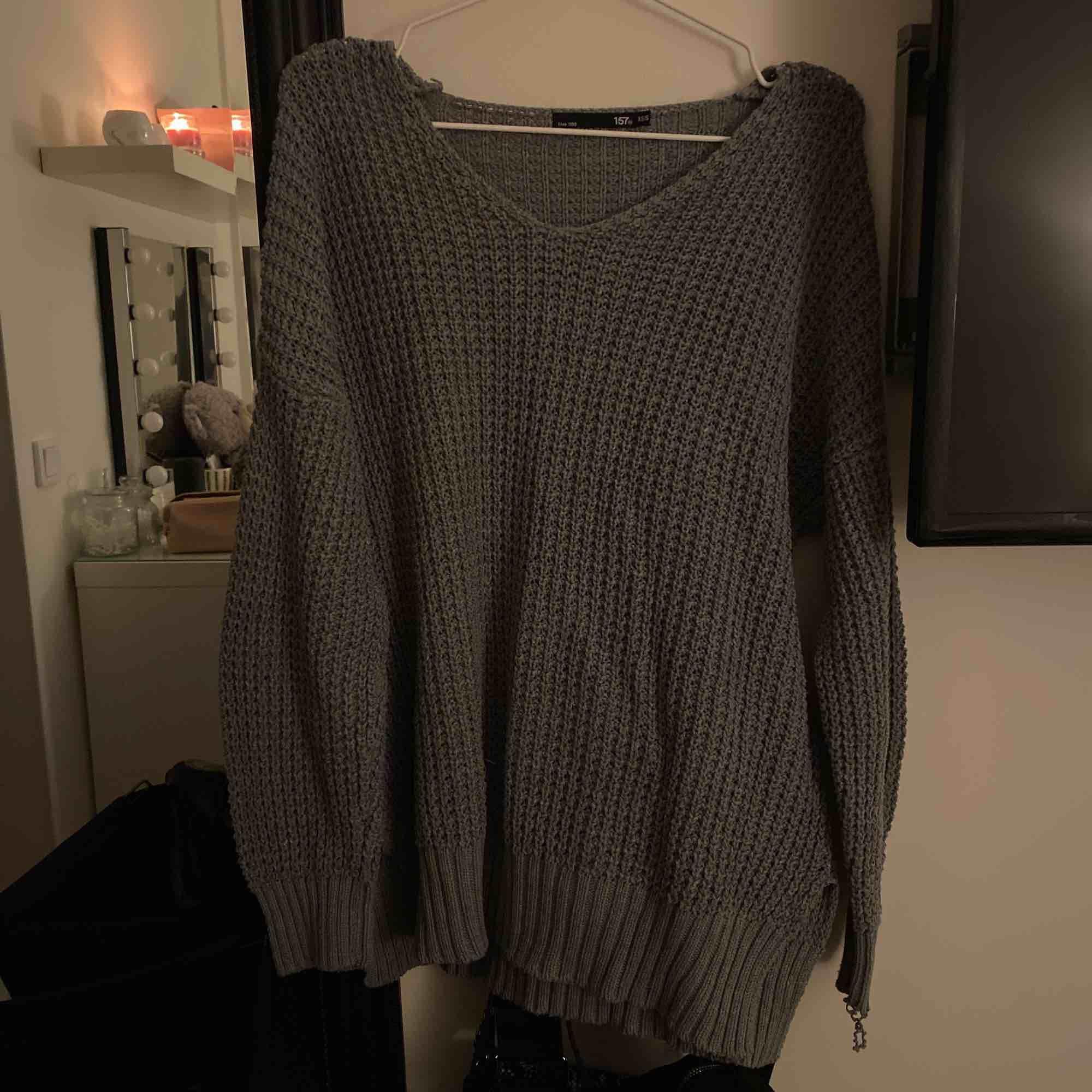 Stickad tröja som aldrig kommit till användning! Som ny och passar allt mellan M-XS skulle jag säga!. Tröjor & Koftor.