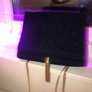 En väska från Gina tricot, knappt använd.